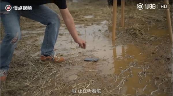 Краш-тест Xiaomi Mi6: экскаватор и тонна воды – фото 3