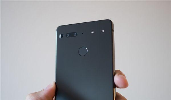 Essential Phone существенно подешевел – фото 2