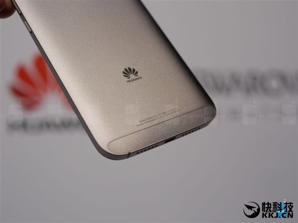 Huawei G8x в цельнометаллическом корпусе с продвинутой камерой представлен в США по цене $349,99 – фото 9