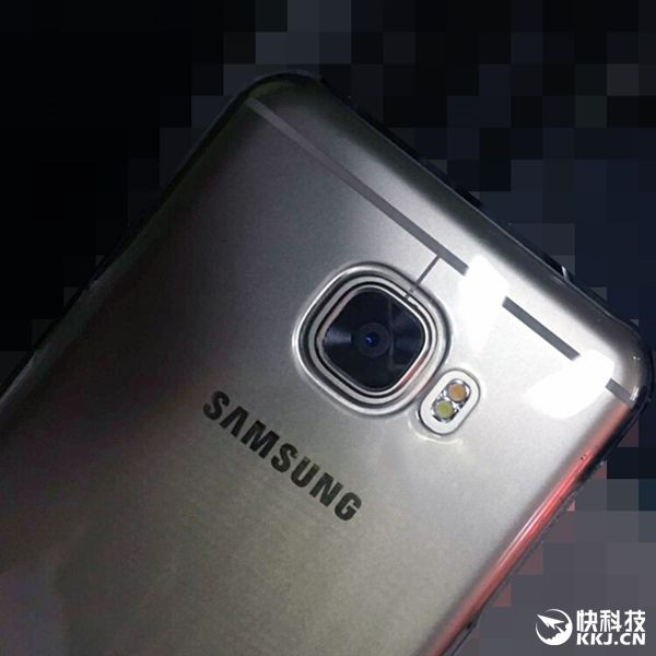 Samsung Galaxy C5 выполненный в металлическом корпусе показали на реальных снимках – фото 3