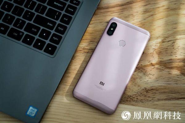 Xiaomi Redmi 6 Pro: официальные пресс-рендеры и «живые» снимки – фото 7