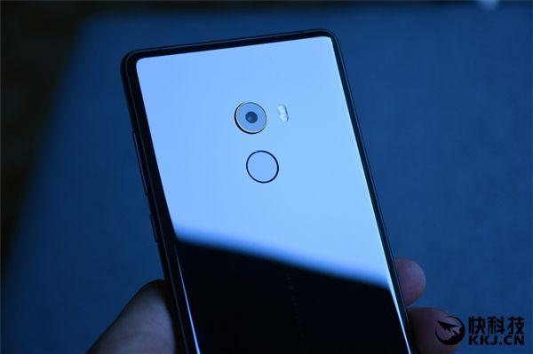 Безрамочный Xiaomi Mi Mix 2 дебютировал – фото 6