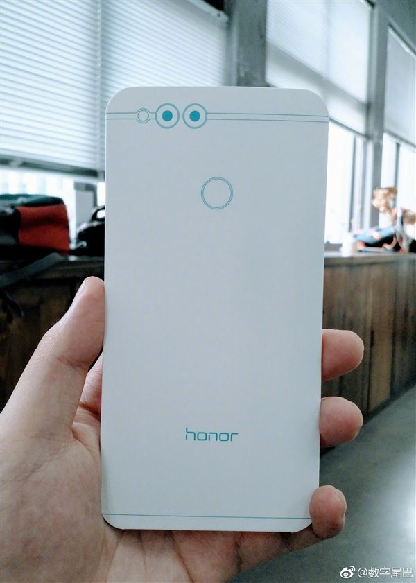 Показали макет смартфона Honor 7X – фото 2