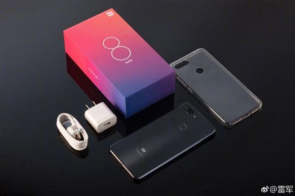 Анонс Xiaomi Mi 8 Lite: лайт-версия флагмана Xiaomi Mi 8 в градиентной расцветке – фото 13
