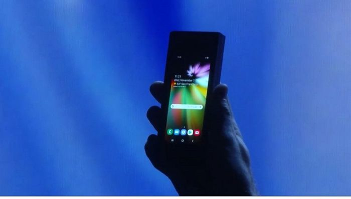Samsung показала инновационный складной смартфон с гибким дисплеем – фото 4