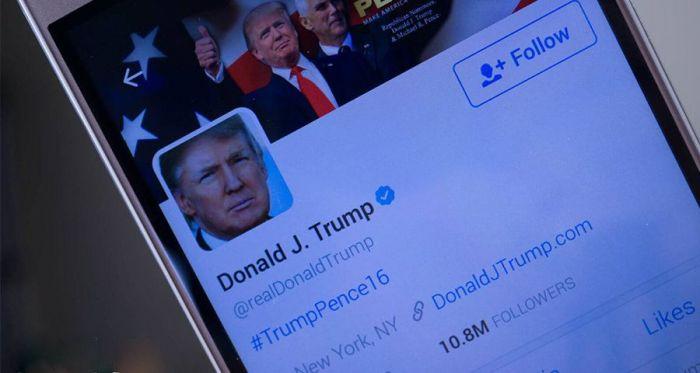 Дональд Трамп все еще верен Samsung Galaxy S3 – фото 1