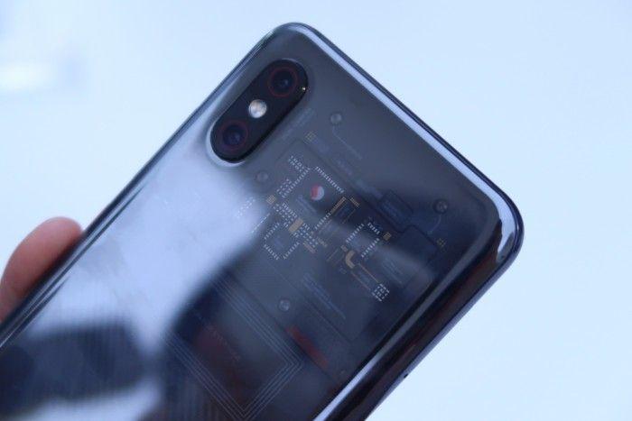 Нас что обманули? Xiaomi Mi8 Explorer Edition предлагает иллюзию прозрачной задней панели? – фото 2