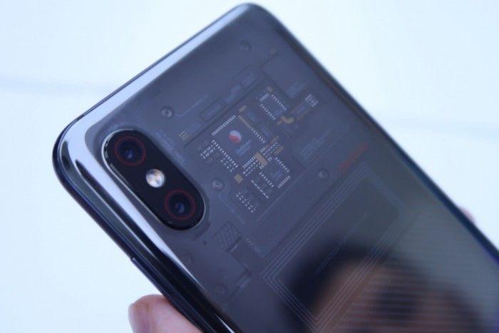 Нас что обманули? Xiaomi Mi8 Explorer Edition предлагает иллюзию прозрачной задней панели? – фото 3