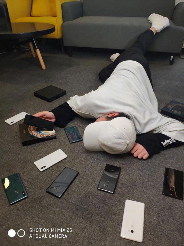 Xiaomi Mi Mix 3 вновь показали на фото – фото 1