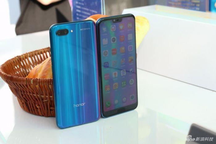 Анонс Honor 10: мощный смартфон в сияющих «доспехах» – фото 10