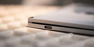 Все-таки не такой крепкий: USB-порт Microsoft Surface Duo ломается проще простого