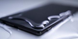 Телефон Xiaomi упал в воду и не включается: что делать