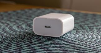 Вердикт суда: Apple должна выдать бесплатно зарядку пользователю