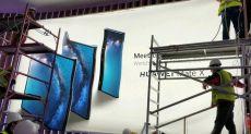Складной смартфон Huawei Mate X засветился на рекламном щите