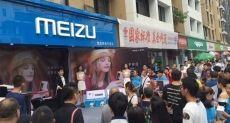 Очереди за Meizu Pro 7 в Китае и опрос на тему второго дисплея