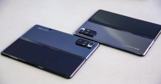 Скачать обои Xiaomi Mi 11 Ultra и Xiaomi Mi Mix Fold