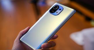Без сюрпризов: Xiaomi Mi 11 Lite показали на фото и видео
