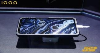 iQOO 8 первым предложит AMOLED-дисплей нового поколения