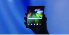 Samsung показала инновационный складной смартфон с гибким дисплеем