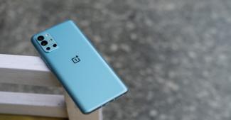 OnePlus 8T и OnePlus 9R перевели на более современный тип памяти