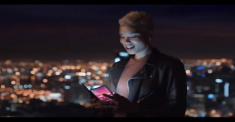 Гибкий смартфон Samsung показали в промо-видео
