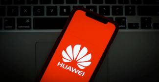 Глава Huawei ждет звонок от Президента США и считает iPhone 12 лучшим смартфоном